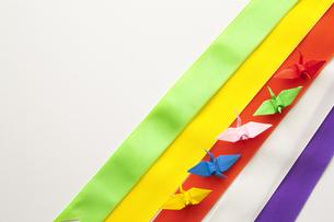 五色幕とミニ折り鶴の写真素材 [FYI00080375]