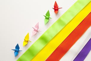 五色幕とミニ折り鶴の写真素材 [FYI00080387]