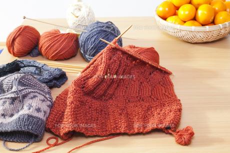 コタツで編み物の写真素材 [FYI00080404]