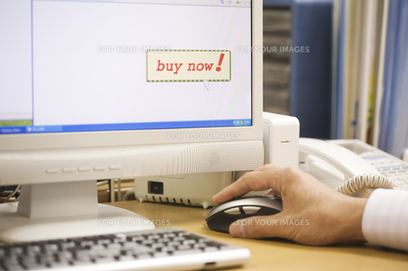 ネット購入するの写真素材 [FYI00080438]