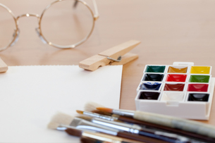 絵筆と顔料インクの写真素材 [FYI00080520]