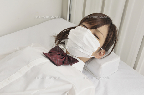 病気の女子高生の写真素材 [FYI00081020]