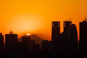 東京から見えるダイヤモンド富士の写真素材 [FYI00081813]