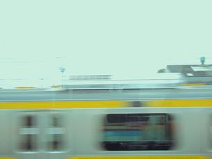 すれ違う列車の写真素材 [FYI00081952]