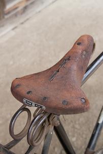 自転車の古いサドルの写真素材 [FYI00081996]