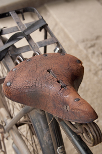 自転車の古いサドルの写真素材 [FYI00082000]