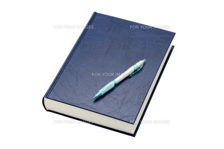 本とペンの素材 [FYI00082942]