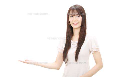 女性の写真素材 [FYI00083837]