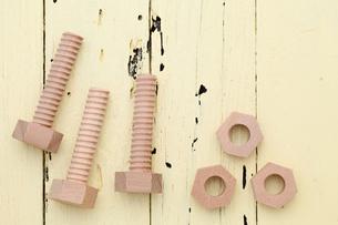 木製のボルトの写真素材 [FYI00084489]