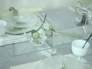 ガラス器を使ったテーブルセッティングの写真素材 [FYI00085586]
