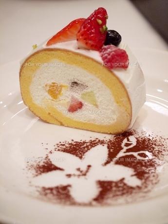 フルーツロールケーキの写真素材 [FYI00085596]