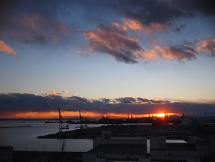 川崎工場地帯の夕暮れの写真素材 [FYI00085837]