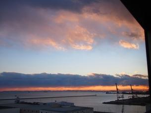 川崎工場地帯の夕暮れの写真素材 [FYI00085840]