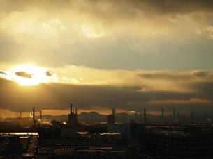 川崎工場地帯の夕暮れの写真素材 [FYI00085848]