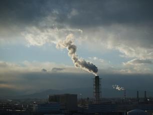 川崎工場地帯の空の写真素材 [FYI00085851]