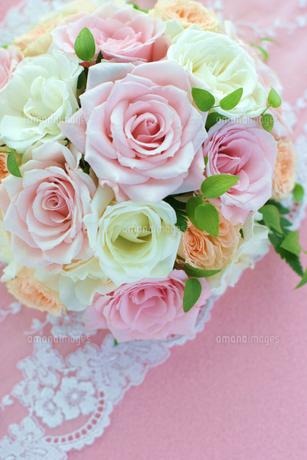 ピンクのバラのブーケの写真素材 [FYI00086010]