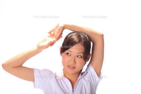 笑顔の若い女性の写真素材 [FYI00086475]