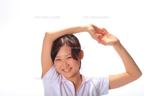 笑顔の若い女性の写真素材 [FYI00086477]