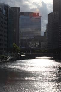 都会の川の写真素材 [FYI00086498]