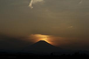 富士山夕景(遠景)の写真素材 [FYI00088421]