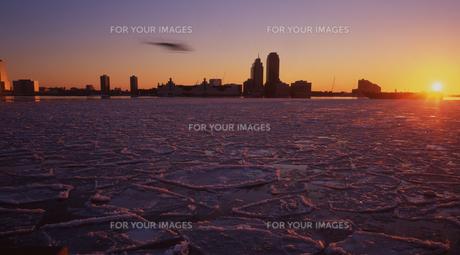 凍りついたハドソン川の写真素材 [FYI00088448]