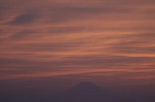 夕焼けと富士山遠景の写真素材 [FYI00088457]
