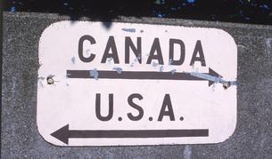 アメリカとカナダの国境の写真素材 [FYI00088460]