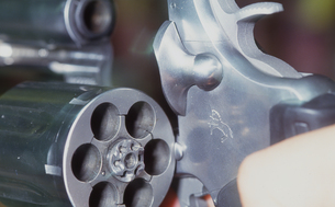 拳銃のシリンダーの写真素材 [FYI00088463]
