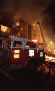 アパート火災の写真素材 [FYI00088472]