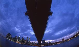 ブルックリンよりマンハッタンを望むの写真素材 [FYI00088474]