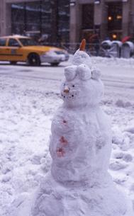 アヴェニューの雪だるまの写真素材 [FYI00088520]