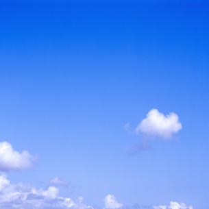 青空と雲の素材 [FYI00088803]