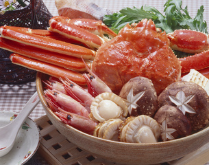 カニとエビの鍋の写真素材 [FYI00089062]