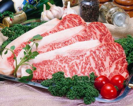 サーロイン ステーキ肉の写真素材 [FYI00089064]