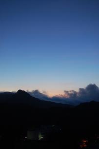 大神山展望台から見た夜明けの写真素材 [FYI00089097]