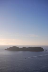 三日月山展望台から見た兄島の写真素材 [FYI00089106]
