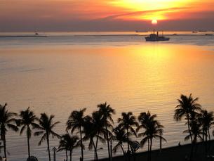 マニラ湾黄金の夕日の写真素材 [FYI00089287]