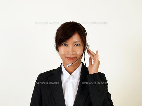 インカムをつけたテレフォンアポインターの写真素材 [FYI00089457]