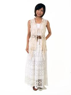 白いノースリーブの女性の写真素材 [FYI00089462]