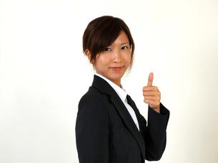 指を立てるビジネスウーマンの写真素材 [FYI00089464]