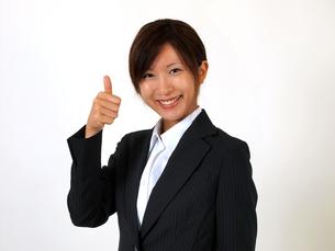 指を立てるビジネスウーマンの写真素材 [FYI00089486]