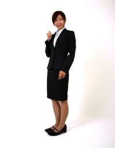 指を立てるビジネスウーマンの写真素材 [FYI00089489]