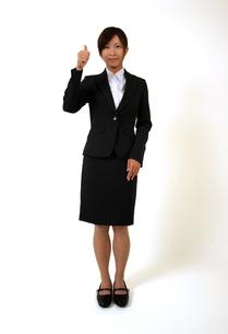 指を立てるビジネスウーマンの写真素材 [FYI00089493]