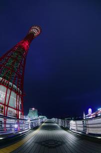 深夜のポートタワー側面(縦5)の写真素材 [FYI00089539]