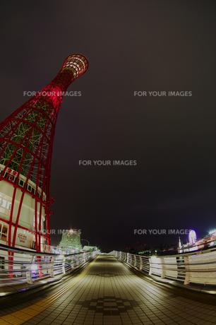 深夜のポートタワー側面(縦6)の写真素材 [FYI00089552]