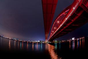 赤い神戸大橋の夜景(横1)の写真素材 [FYI00089560]