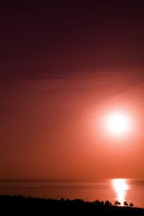 日の出(縦2)の写真素材 [FYI00089594]