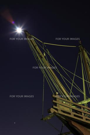 マストと月光3の写真素材 [FYI00089610]