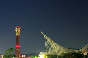 ポートタワーと海洋博物館1の写真素材 [FYI00089617]