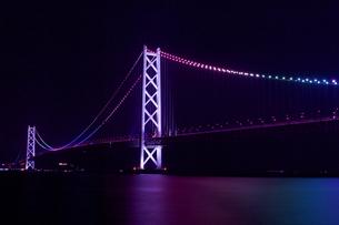 明石大橋・夜景(横20)の写真素材 [FYI00089625]